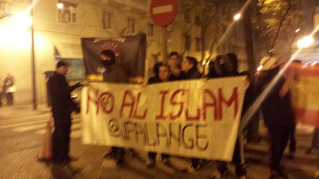 Nuestras Juventudes de La Falange, contra las políticas inmigracionistas del Partido Popular y la Yihad Islámica.