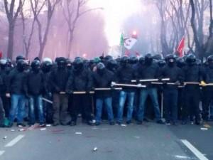 La manifestación de la extrema izquierda destruye la ciudad italiana de Cremona