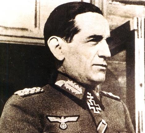 La tumba de Agustín Muñoz Grandes atacada por la podredumbre de siempre