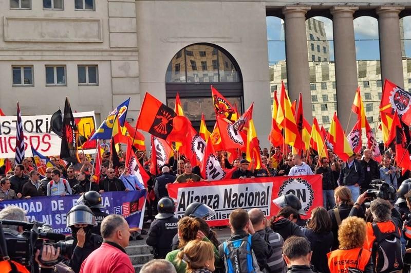 El fiscal archiva la denuncia por los discursos contra Mas y Junqueras el pasado 12 de octubre de 2014 en Barcelona