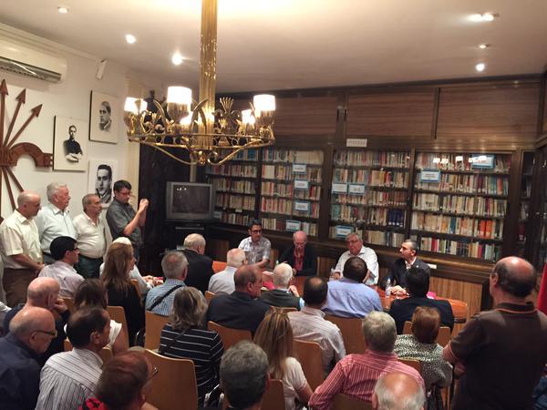 """Pío Moa presentó """"Los Mitos del Franquismo"""" en la Hermandad de la Vieja Guardia"""