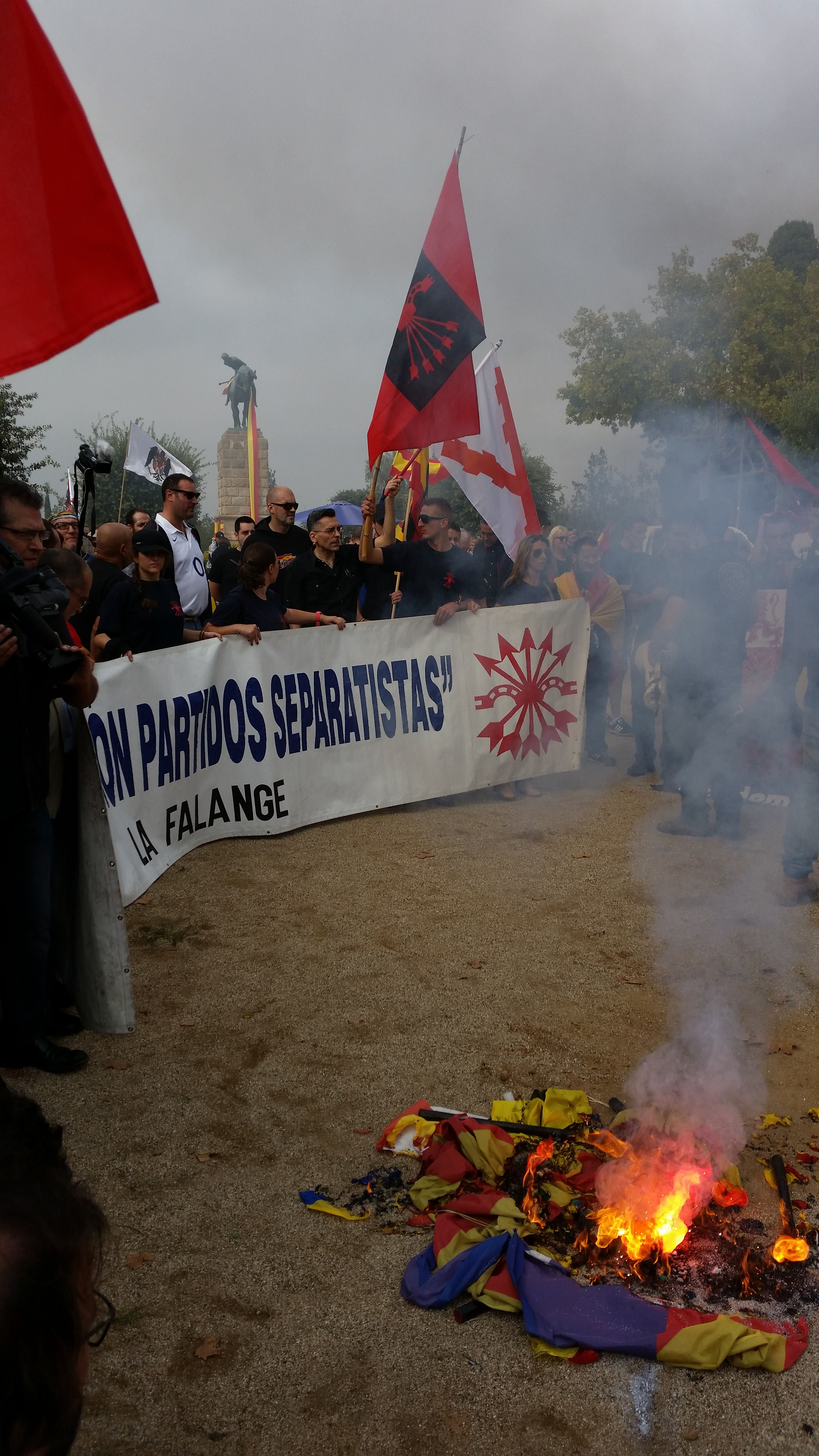 """Comunicado de La Falange ante la """"declaración de independencia""""."""
