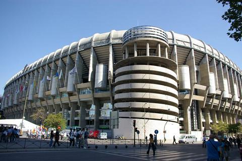 """El Madrid asegura que """"en ningún momento"""" quiso ofender a La Falange al prohibir su bandera en el Bernabéu"""