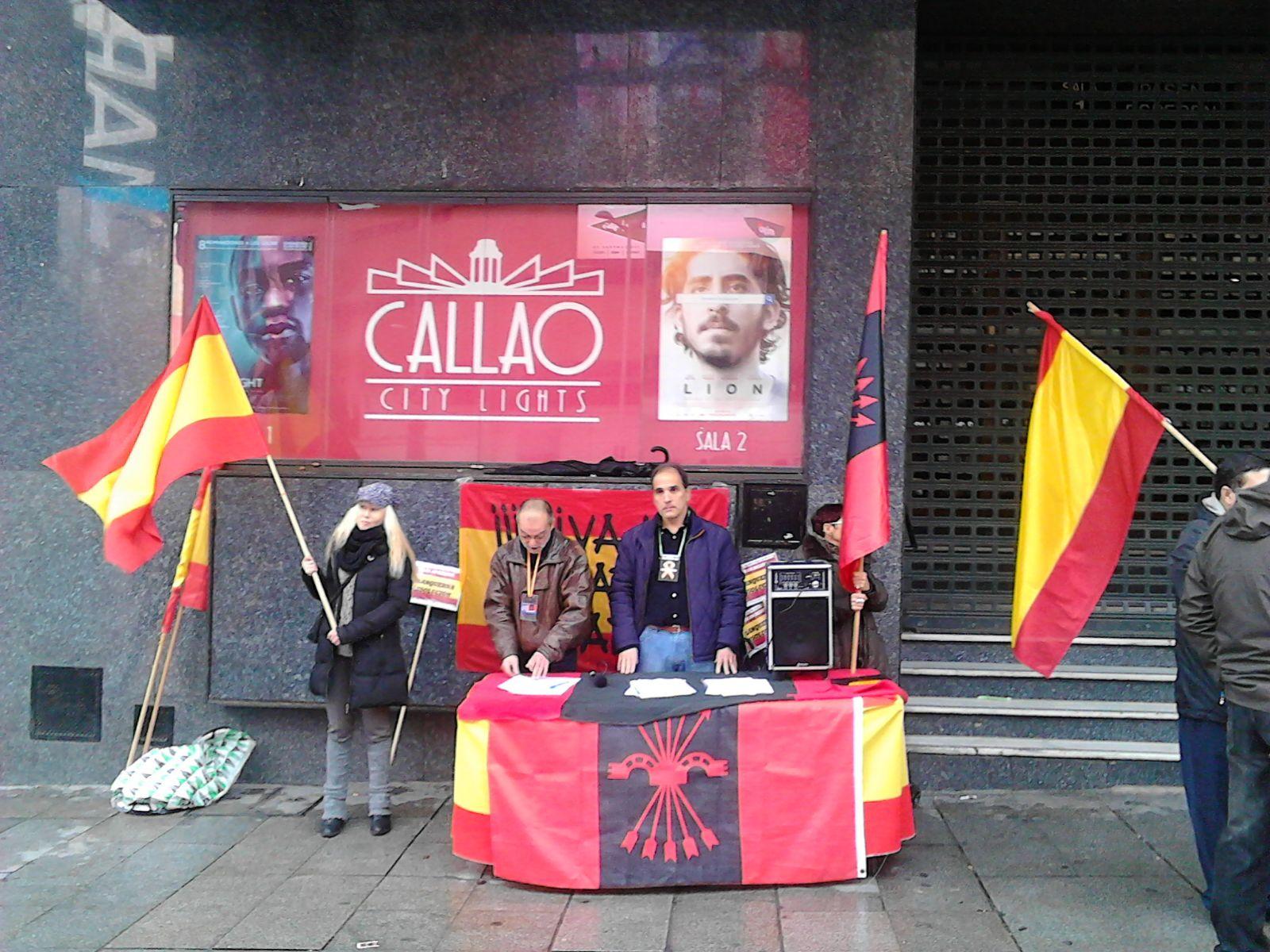 Mesa informativa en la Plaza de Callao para recogida de firmas en apoyo a los encausados en Blanquerna