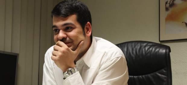 Nino Torre de las JSU quiere hacer de comisario político de la II República
