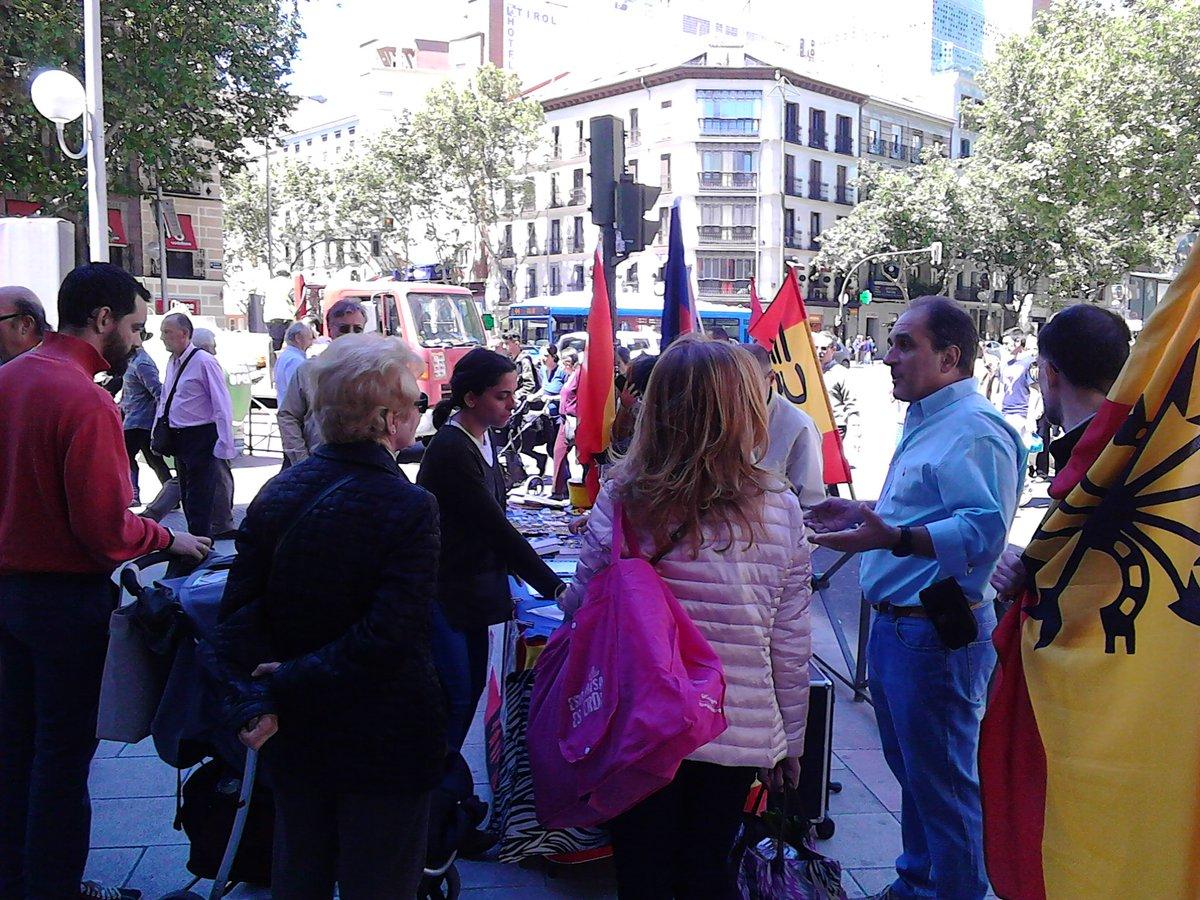 Mesa informativa de la C/. Alberto Aguilera el pasado Sábado
