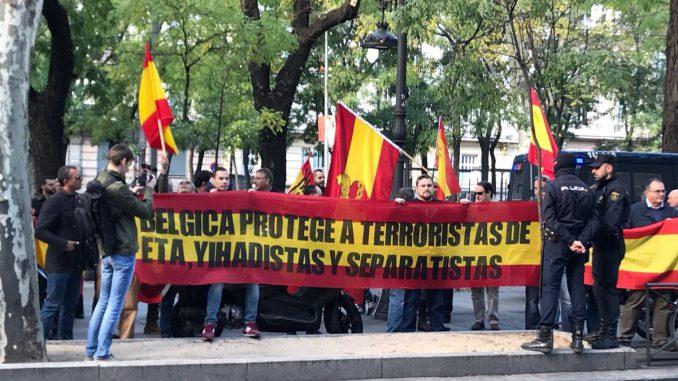 Archivada provisionalmente la denuncia contra los falangistas que se concentraron en la embajada de Bélgica