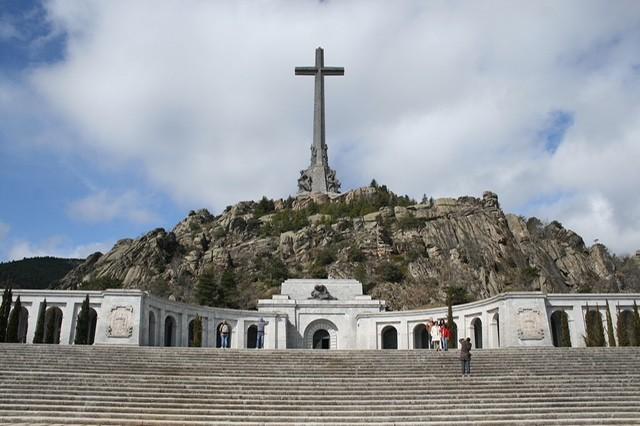 La Hora del CAFÉ 218: Especial Memoria Histórica. Imposición por ley de un relato falso. Volar la cruz del Valle de los Caídos