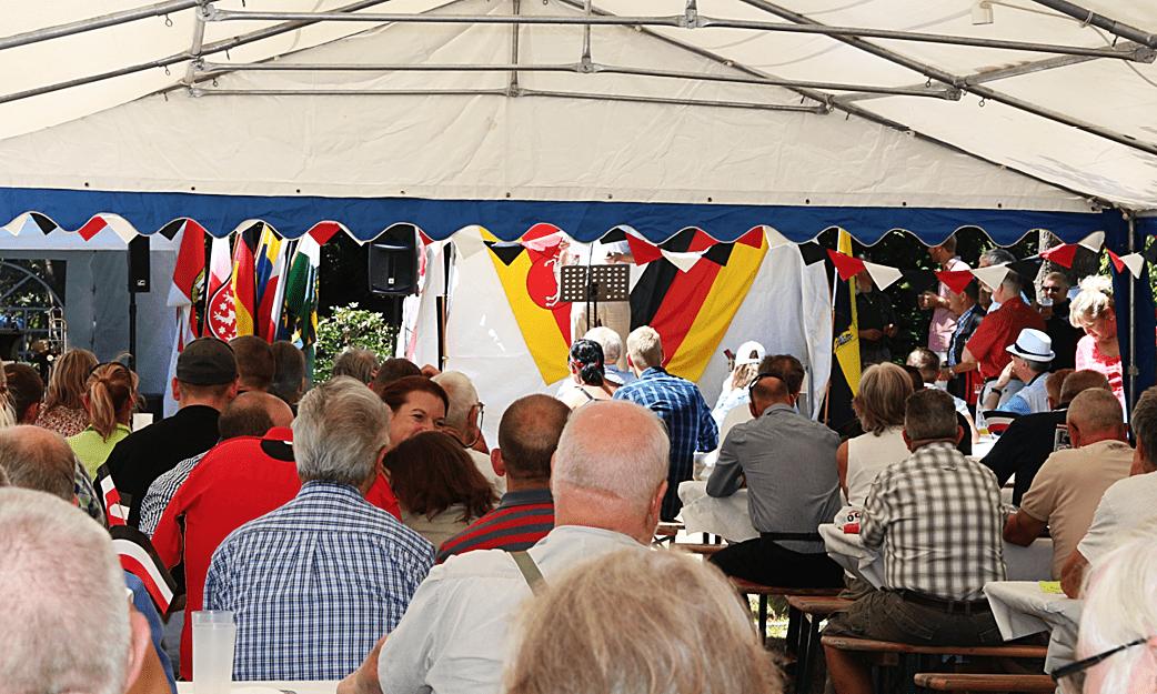"""Nuestro Jefe Nacional en el """"Sommerfest"""" del NPD junto a Udo Voigt"""