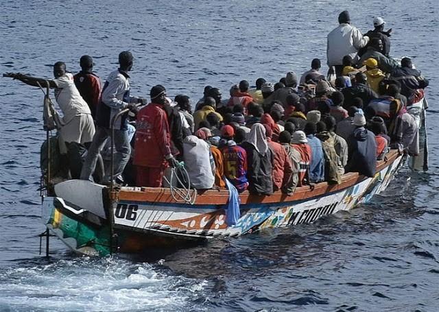 El Gobierno de Zapatero sobornó con fondos públicos a mafias del tráfico de personas para detener el movimiento migratorio que el mismo provocó