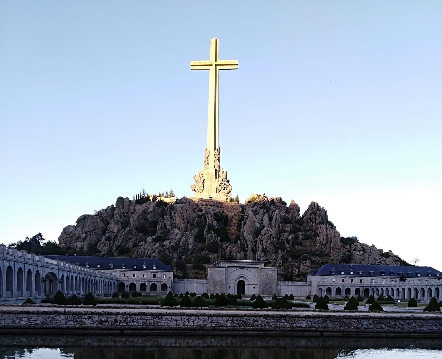 Sábado y Domingo: mesas informativas en la puerta del Valle de los Caídos