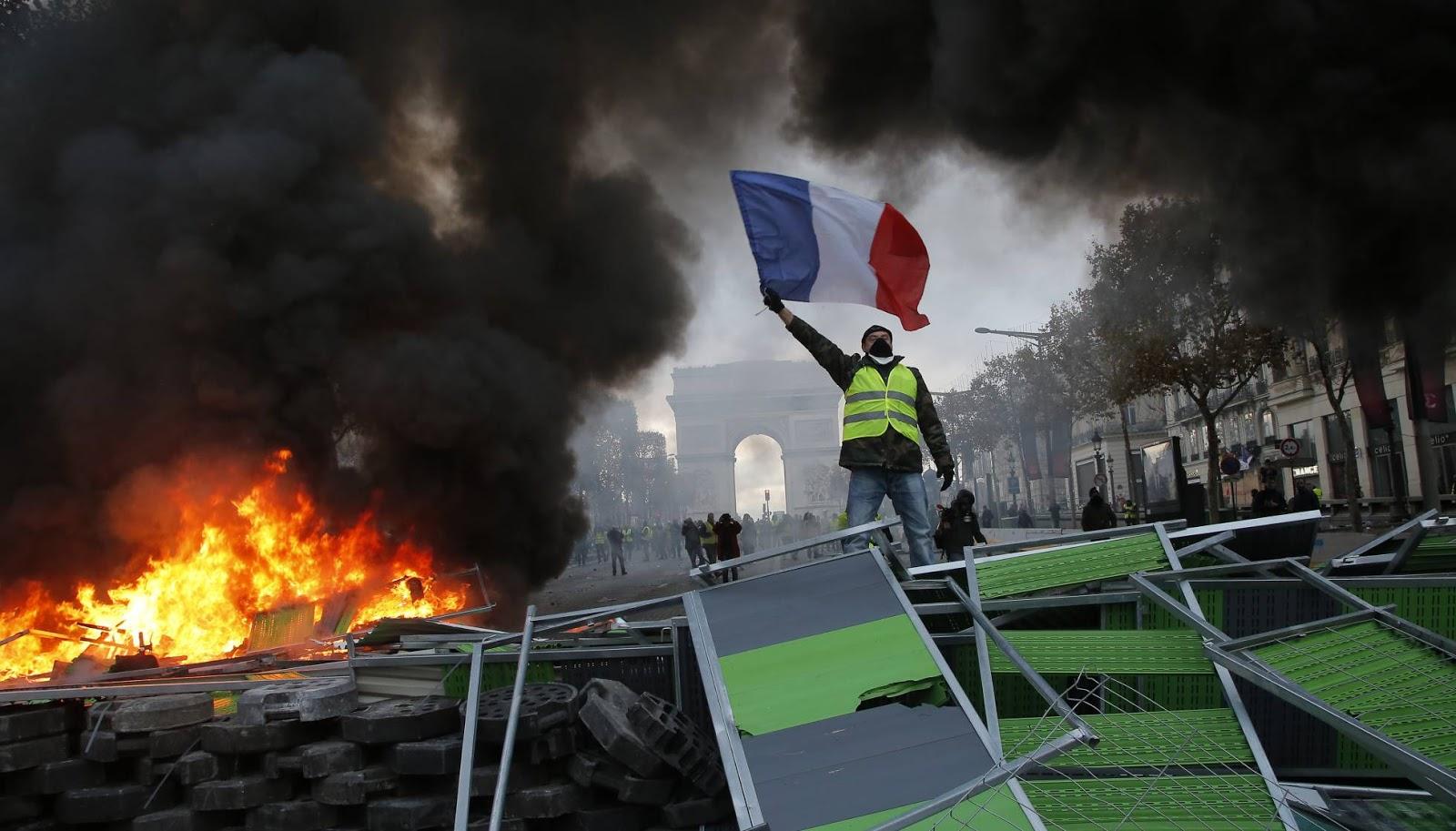 Los chalecos amarillos franceses: revuelta social y nacional