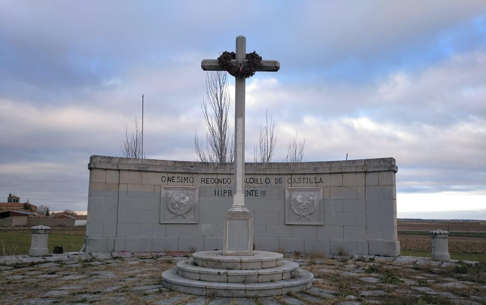 Respeto a nuestros muertos. Limpieza del monumento de Labajos
