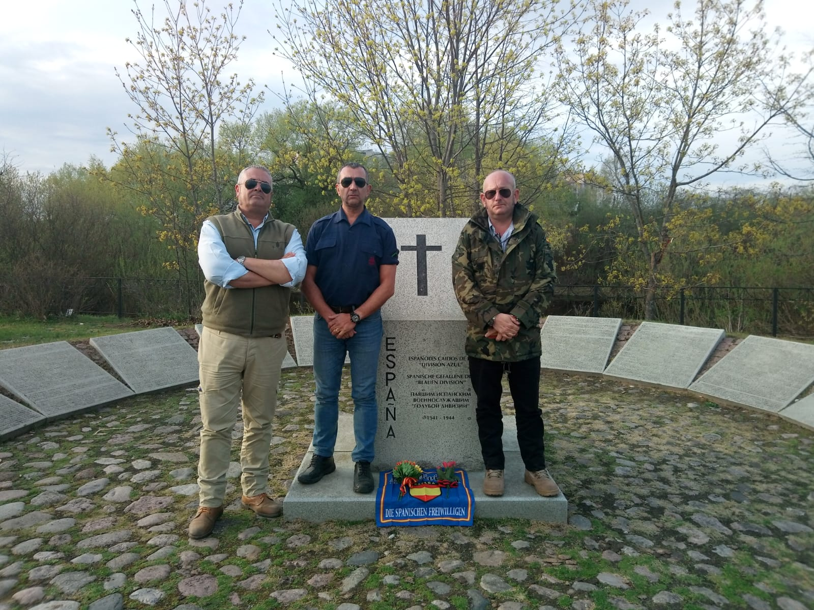 Homenaje de La Falange en el Cementerio de Pankoska en Novgorod (Vídeo)