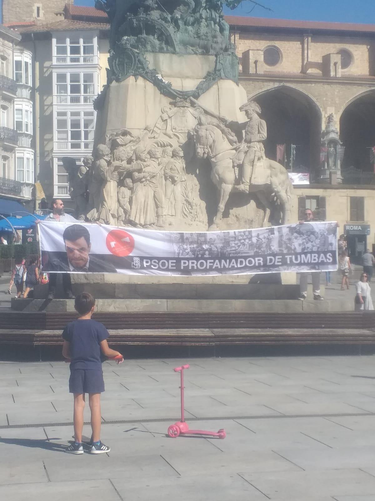 Protesta en Vitoria contra la profanación del Valle de los Caídos