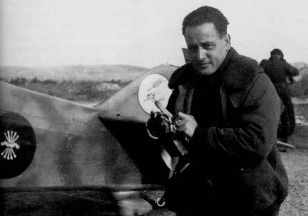 """La Falange de Málaga ante la exhumación del """"as"""" de la aviación García Morato"""