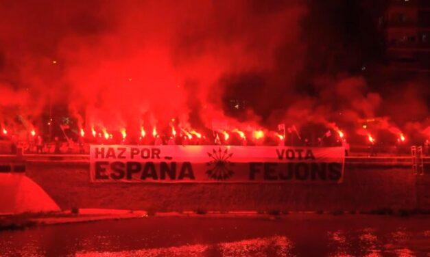 Falange Española de las JONS desplegó una gran pancarta pidiendo el voto en la madrileña Ribera del Manzanares